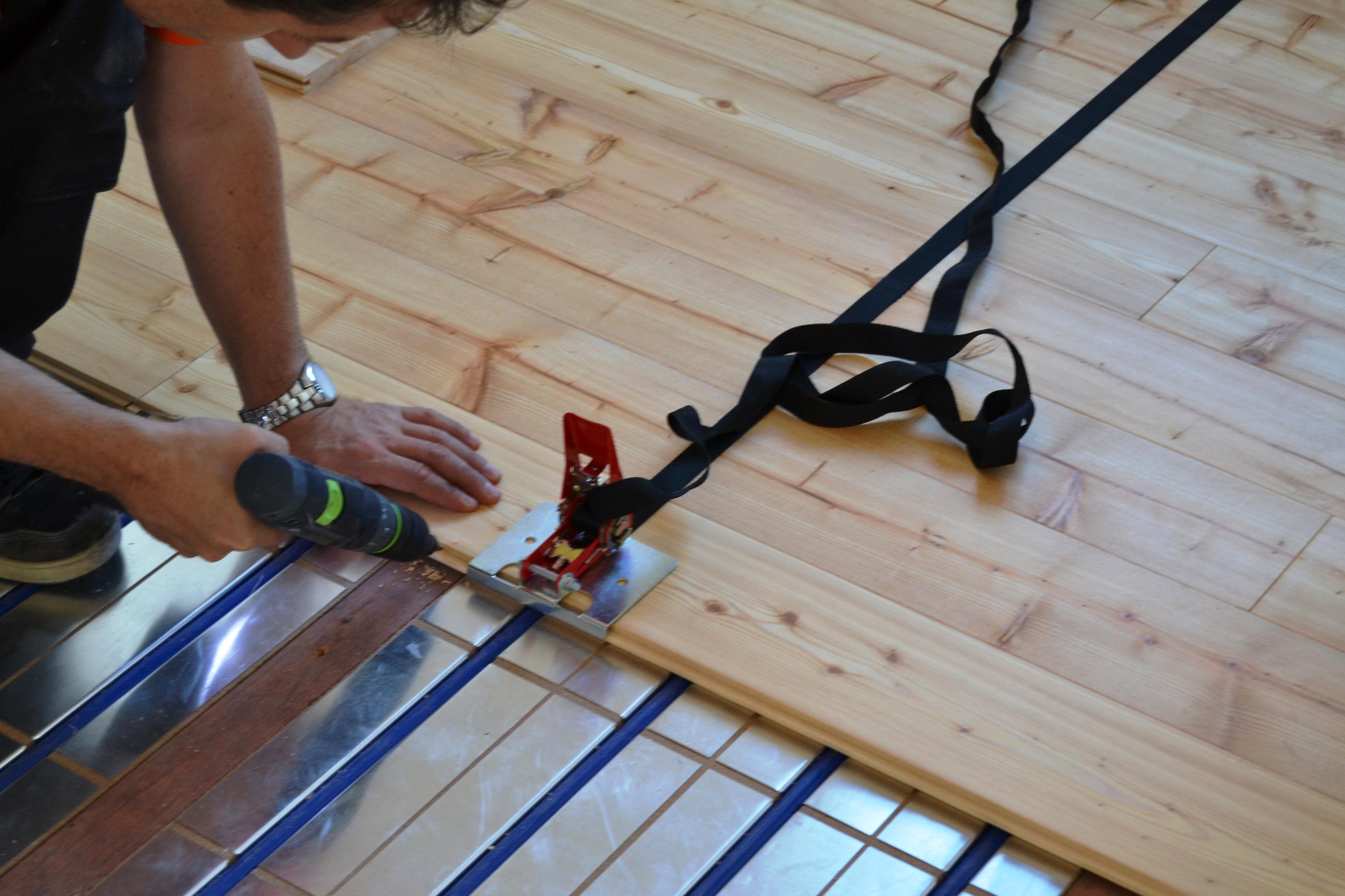 Pokládka a montáže dřevěné masivní podlahy