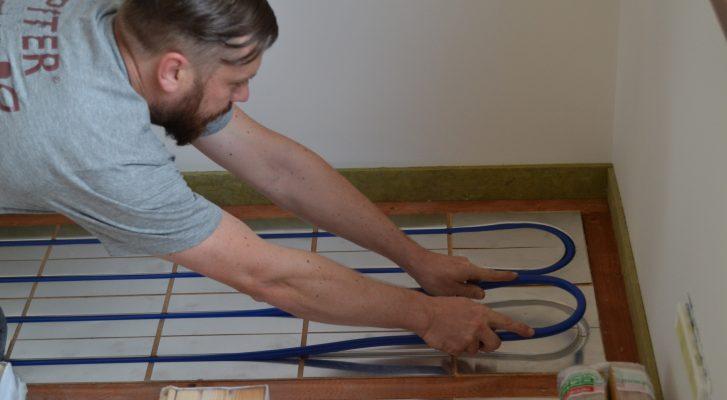 Jak se chová dřevo ve spojení s podlahovým topením?